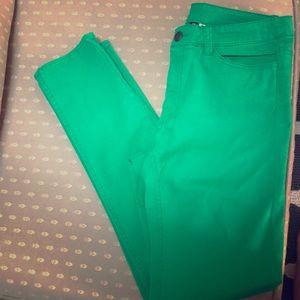 Green pants/jeans 💚
